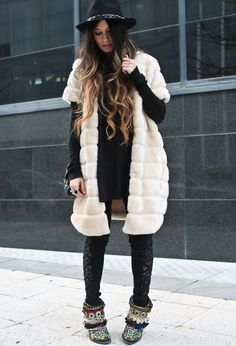 (COAT Zara Old, JUMPER Asos, PANTS Urban Outfitters, HAT Zara New Collection, BAG Chanel, RING Bvlgari, BOOTS Sendra customized by Madame de Rosa)