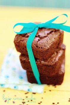 El brownie fácil más delicioso y fácil, ensuciando sólo unas varillas y un bol.