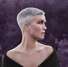 There is Somthing special about women with Short hair styles. I'm a big fan of Pixie cuts and buzzed cuts. Butch Haircuts, Girls Short Haircuts, Super Short Hair, Short Hair Cuts, Short Hair Styles, Pixie Cuts, Pixie Hairstyles, Cool Hairstyles, Great Hair