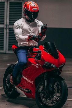 Ducati Motorbike, Ducati Superbike, Motorcycle Suit, Moto Bike, Motorcycle License, Cb 1000, Foto Top, Bike Photoshoot, Biker Boys