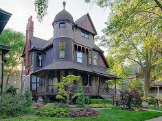 209 S Grove Ave, Oak Park, Illinois, 1887 Queen Anne Victorian In Oak Park Illinois is stunningly beautiful in every detail! Victorian Style Homes, Victorian Interiors, Victorian Architecture, Architecture Design, Classical Architecture, Victorian Village, Abandoned Houses, Old Houses, Beautiful Buildings