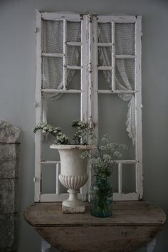 Shabby Chic home decor explanation number 7804729381 to get for a wonderfully smashing, rad room. Please press the pink shabby chic decor girly website right now for additional ideas. Entrée Shabby Chic, Shabby Chic Entryway, Shabby Cottage, Shabby Chic Furniture, Cottage Chic, Entryway Decor, Shabby Chic Wall Decor, Cottage Style, Old Window Frames