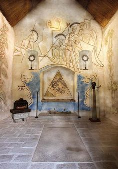 Jean Cocteau decorated the chapel of Saint-Blaise-des-Simples (Milly the Forest) asked to be buried in this place. It will be in 1964.