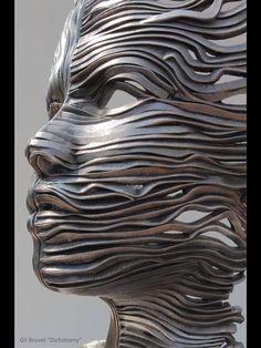 .....introspezione metallica , di un volto.....