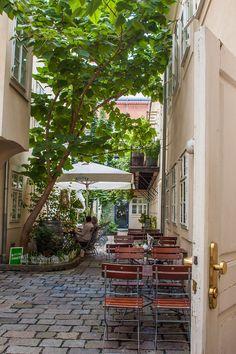 Zwischenzeit Schanigarten (c) STADTBEKANNT - Das Wiener Online Magazin Chur, Vienna Austria, In This Moment, Travel, Vienna, Graz, City, Travel Destinations, Going Out