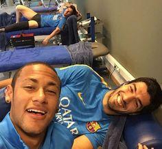 Tridente unido: Neymar faz selfie com Messi e Suárez em trabalho no Barça #globoesporte