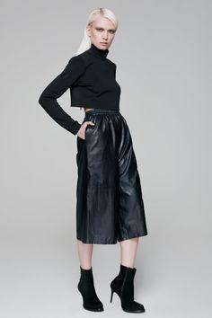 Turtleneck Crop Top black BLACKBLESSED   @Black Blessed #black #white #fashion #minimal #basic #elegant #designer #urban #urbanchic #dresses #pants #tshirt #top #leggings #white #simple #simplicity