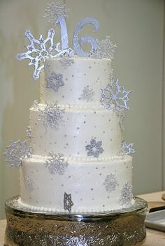 Snowflake Cake idea... for Winter Wonderland Party (OK, I know she's turning 1, so we can save this idea for later.)