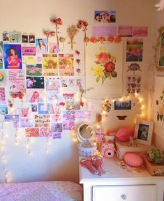 Imagem de home, lights, and room Cute Room Ideas, Cute Room Decor, Indie Room Decor, Hipster Bedroom Decor, Living Room Decor, Retro Room, Vintage Room, Room Ideas Bedroom, Bedroom Inspo