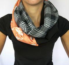 Foulard infini fausse suède tête de chevreuil Blanche et coral, foulard carrelé…