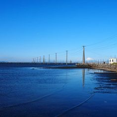【mizue727】さんのInstagramをピンしています。 《* 空、海、電柱。  風が強かったのでリフレクションはイマイチだけど、富士山も見えたし、青が綺麗だし、これはこれで良し✨☺🙌 *  #千葉#青#海#空#Blue#ファインダー越しの私の世界 #写真好キナ人ト繋ガリタイ #晴れ#さわやか#幻想的#江川海岸#sky#sea#ダレカニミセタイソラ》