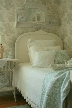 Shabby sweet home Shabby Chic Bedrooms, Bedroom Vintage, Shabby Chic Homes, Cozy Bedroom, Shabby Chic Decor, Bedroom Decor, White Bedroom, Serene Bedroom, Single Bedroom