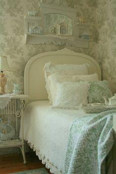 Shabby sweet home Shabby Chic Bedrooms, Bedroom Vintage, Shabby Chic Homes, Cozy Bedroom, Shabby Chic Decor, Bedroom Decor, White Bedroom, Serene Bedroom, Single Bedroom