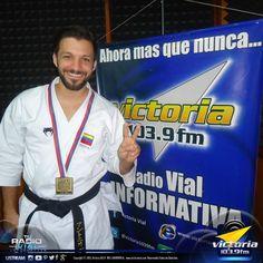 El pasado fin de semana el Bicampeón Mundial de #Karate Antonio Díaz (@DiazKarate) estuvo en #Victoria1039FM para dictar una #conferencia a los niños del Dojo IMCA de #LaVictoria, con nuestros amigos de tecapacitas.com. ¡Excelente momento… gracias campeón!