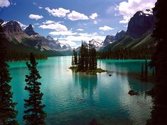 Spirit Island, Maligne Lake, Jasper National Park, Canada (by Clarence Au)