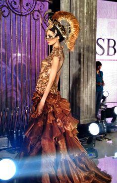 Masterpieces Fashion show by Danny Satriadi, headpieces by Oscar Daniel