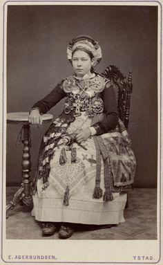 Swedish bride from Ingelheim Urban District dressed in folk bridal costume, circa 1880-1910.