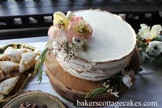 Elegant Vintage Wedding, Cake and Sweets http://www.bakerscottagecakes.com/