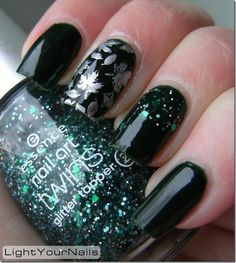 Not usually that into black nails but these are kinda cool :)
