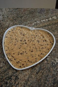 Pinkie for Pink: Wilton Giant Cookie Recipe Giant Cookie Recipes, Chocolate Chip Cookie Pizza, Just Desserts, Dessert Recipes, Big Chocolate, Big Cookie, Food To Make, Delish, Sweet Treats