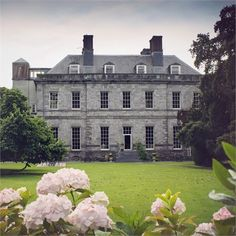 Annemarie and Rhys wed at Cashel Palace Hotel in Tipperary - a stunning Georgian mansion! #hitchedrealwedding