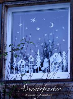 Ein Schweizer Garten: Das Adventsfenster - white chalk pens could possibly work. Christmas And New Year, All Things Christmas, Winter Christmas, Christmas Time, Xmas, Christmas Window Display, Christmas Window Decorations, Christmas Windows, Navidad Diy