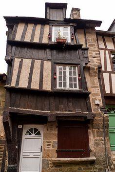 Vieille maison à colombage dans la rue du petit Fort, Dinan, Côtes d'Armor, Bretagne.