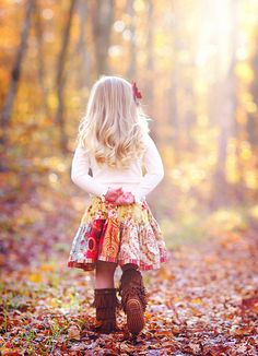 The beautiful colors of a crisp autumn afternoon are repeated in her skirt. And those fringed suede boots are adorable! #fall