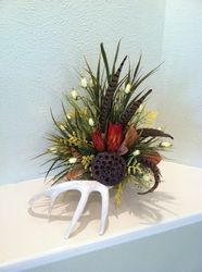 Deer Antler Floral Arrangement or Centerpiece. Perfect for home, office or special event decor by Greatwood Floral Designs. Rustic Mirrors, Rustic Chandelier, Rustic Doors, Rustic Lighting, Rustic Barn, Rustic Theme, Rustic Wall Decor, Rustic Backdrop, Rustic Chair