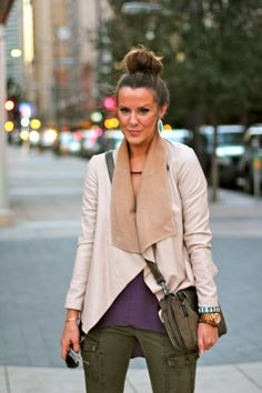 fall look {courtney kerr is always adorable} What Courtney Wore, Courtney Kerr, Loose Fitting Tops, Fashion Beauty, Ck Fashion, Casual Chic, Casual Wear, Fall Looks, Her Style
