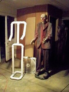 1467892690797032106059 How to make body frame with PVC Pipes. Awesome Halloween decoration.