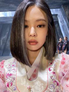 Kpop Girl Groups, Korean Girl Groups, Kpop Girls, Blackpink Jennie, Black Pink Jennie Kim, Blackpink Photos, Girl Photos, Blackpink Jisoo, Short Hair Styles