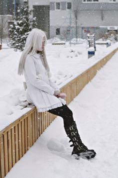 Недавно меня отфотали...а результат не понравился, все потому что у меня ноги атлета) albino, albinism model belva hair, white eyelashes, pale skin, tumbler, I became myself, people, melancholy, girl albino, how to become an albino,doll, cute,white,alternative fashion,boot,goth,gothic,lolitta style,dolly,anastasiz,vinney