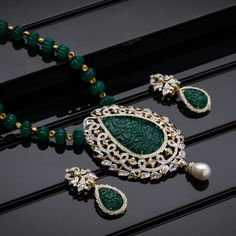 AVR Swarnamahal offers a wide range of exquisite Gold, Diamond, Silver and Platinum collections through online shopping. We are one of the most Prominent Jewellery brand in South India. Gold Earrings Designs, Gold Jewellery Design, Bead Jewellery, Necklace Designs, Beaded Jewelry, Jewelery, Gems Jewelry, Stylish Jewelry, Fashion Jewelry