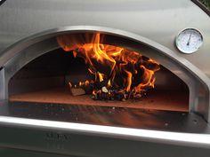Schnell entwickelt sich das benötigte Feuer im Ofen