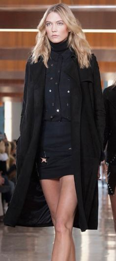 Karlie Kloss is killin' it on the runway in this trench.