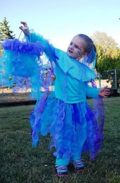 jelly fish costume and basket, made from deconstructed bath puffs! cheap and easy!