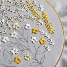 🔸yellow white🔸 the colors of our sunny winter mood🌞 __________________ embroideryhoop embroidery embroideryartist floral… Embroidery Store, Hand Embroidery Stitches, Embroidery Hoop Art, White Embroidery, Hand Embroidery Designs, Embroidery Techniques, Ribbon Embroidery, Cross Stitch Embroidery, Machine Embroidery