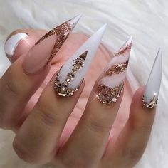 30 große Stiletto Nail Art Design-Ideen – Nails, You can collect images you discovered organize them, add your own ideas to your collections and share with other people. Bling Nails, Gold Nails, My Nails, Gold Glitter, Perfect Nails, Gorgeous Nails, Trendy Nails, Cute Nails, Nagel Bling