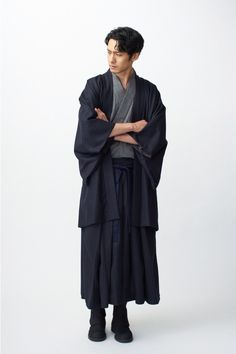 トローヴ(TROVE)の和装ブランド、和ローブ(和ROBE)から冬限定アイテムが登場。2017年12月から発売される。2017年の冬限定アイテムでは、年末年始の挨拶や、初詣など、着物を着る機会の多い冬... 写真26/44 Japanese Minimalist Fashion, Modern Kimono, Modern Japanese Clothing, L5r, Japan Fashion, Korea Fashion, India Fashion, Chinese Clothing, Japanese Outfits