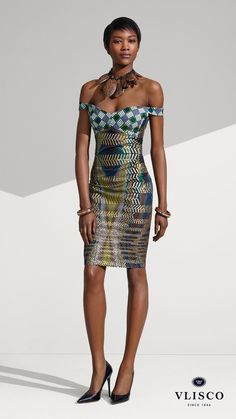 MIRIAM MAKEBA INSPIRED DRESS | Feel absolutely elegant and feminine in a trendy, fitted off shoulder dress to your next event. Opt for chunky acessories as finishing touch. | #vlisco #thetrueoriginal #dutchwax #waxhollandais #waxhollandis #ankara #ankarastyle #africanprint #africanprintfashion #africanfashion #fashion #fashionlook #fashionlooks #dress