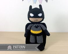 With this pattern by 53 Stitches you will lear how to knit a Batman Amigurumi step by step. It is an easy tutorial about amigurumi to knit with crochet or tricot. Crochet Doll Pattern, Crochet Patterns Amigurumi, Crochet Blanket Patterns, Amigurumi Doll, Crochet Dolls, Knitting Patterns, Batman Crochet, Crochet Daisy, Free Crochet