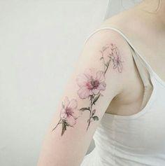 25 tatouages discrets en forme de fleurs - Les Éclaireuses