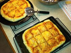 Homemade pizza, or How to turn pizza into a Bobby Flay dinner roll Bobby Flay Pizza Dough, Bobby Flay Recipes, Dinner Rolls, Soul Food, Food Network Recipes, Chefs, Affair, Main Dishes, Husband