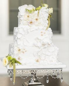Pretty petal covered #weddingcake on our Antique Silver Square Chandelier Cake Stand via @glamandgrace 💛Cake @mybakerscottagecakes 💛Photo…