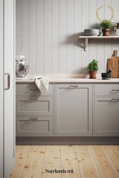 Kitchen Pantry Design, Diy Kitchen Decor, Diy Kitchen Cabinets, Kitchen Cabinet Colors, Kitchen Styling, Kitchen Interior, Home Decor, Kitchen With White Countertops, Light Grey Cabinets Kitchen