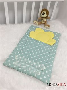 Modastra Yeşil Beyaz Yıldızlı Alt Açma Baby Sheets, Easy Quilts, Handmade Design, Baby Sewing, Baby Dress, Decorative Pillows, New Baby Products, Diy And Crafts, Toddler Bed