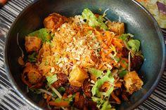 Un Bo bun au poulet, voilà une recette que j'adore préparer de par sa fraicheur, et les souvenirs de voyages qu'elle m'apporte...