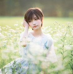 Art Reference Poses, Photo Poses, Cosplay Girls, Asian Woman, Cute Girls, Short Hair Styles, Flower Girl Dresses, Kawaii, Disney Princess