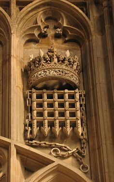 The Beaufort Portcullis was a very important part of the representation of Henry VII and that of his descendants. Margaret Beaufort, his mother, is a descendant of the first duke of Lancester, John of Gaunt. He was the son of king Edward III which means that Henry Tudor had Royal blood which strengthens his claim on the throne